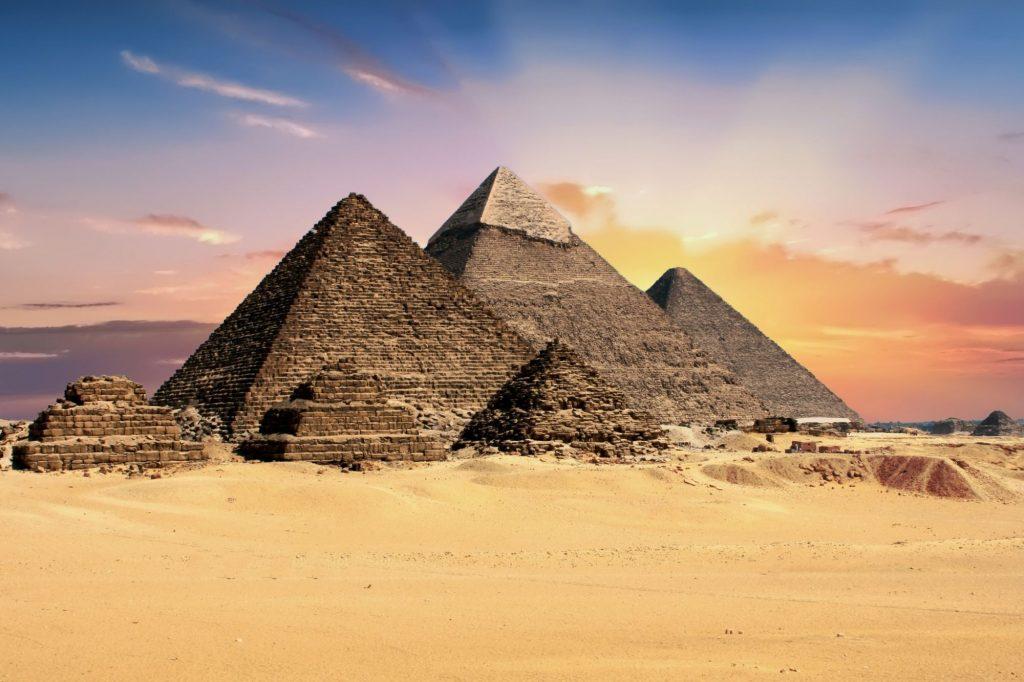 Рисунок 4.4. Пирамиды долины Гиза, Египет