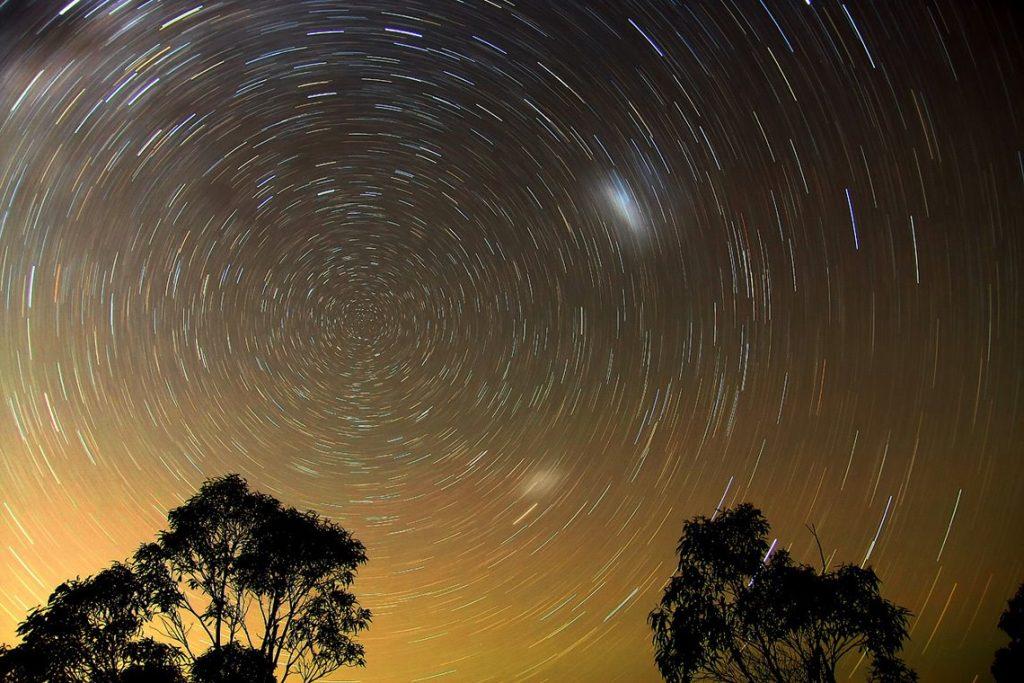 Век Дхрувы - Кругообращение видимых звёзд вокруг Полюса в течение суток