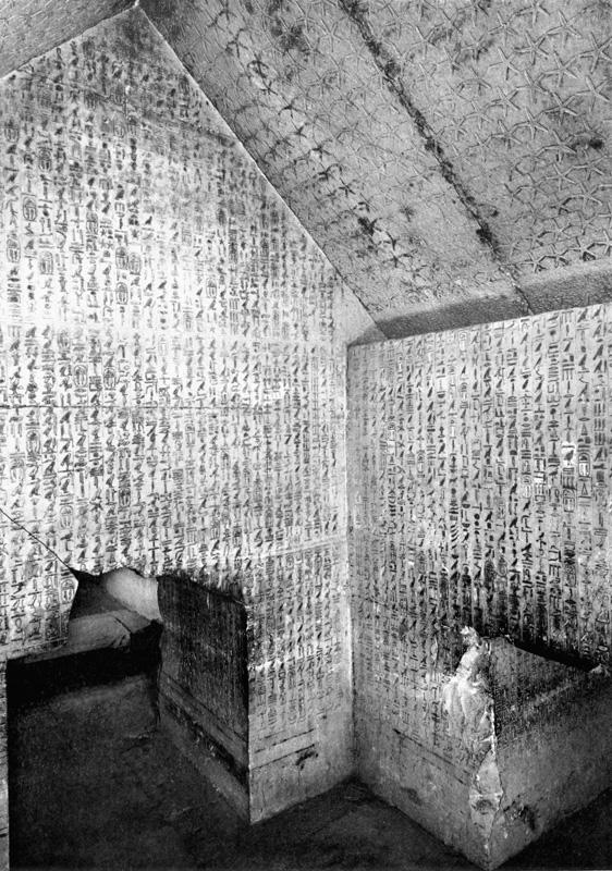 Рисунок 7.7. Тексты пирамид в передней пирамиде Униса. Северная (справа) и западная стена.